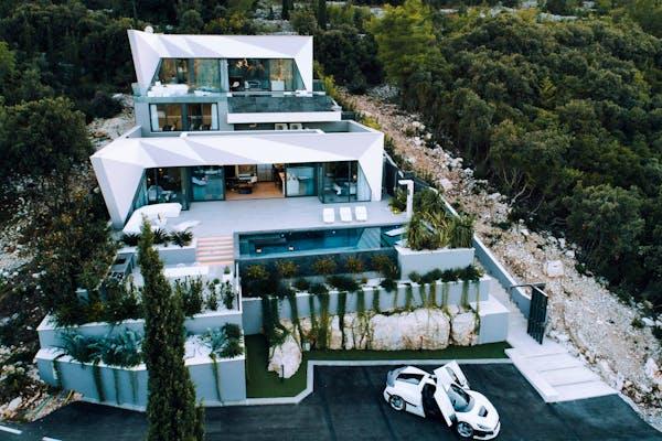 Jedinstvena arhitektura i moderan dizajn vile na otoku Korčuli