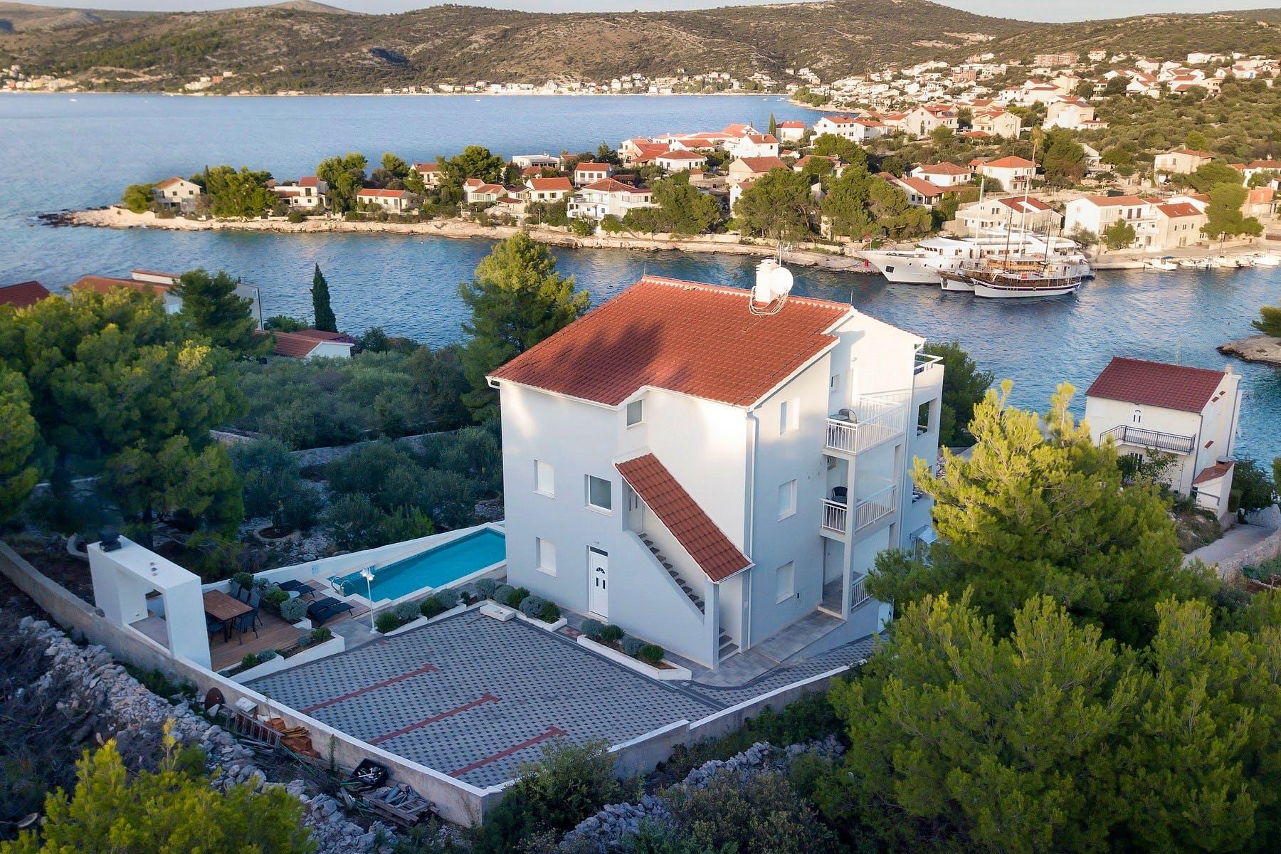 Villa with sea view for sale in Rogoznica