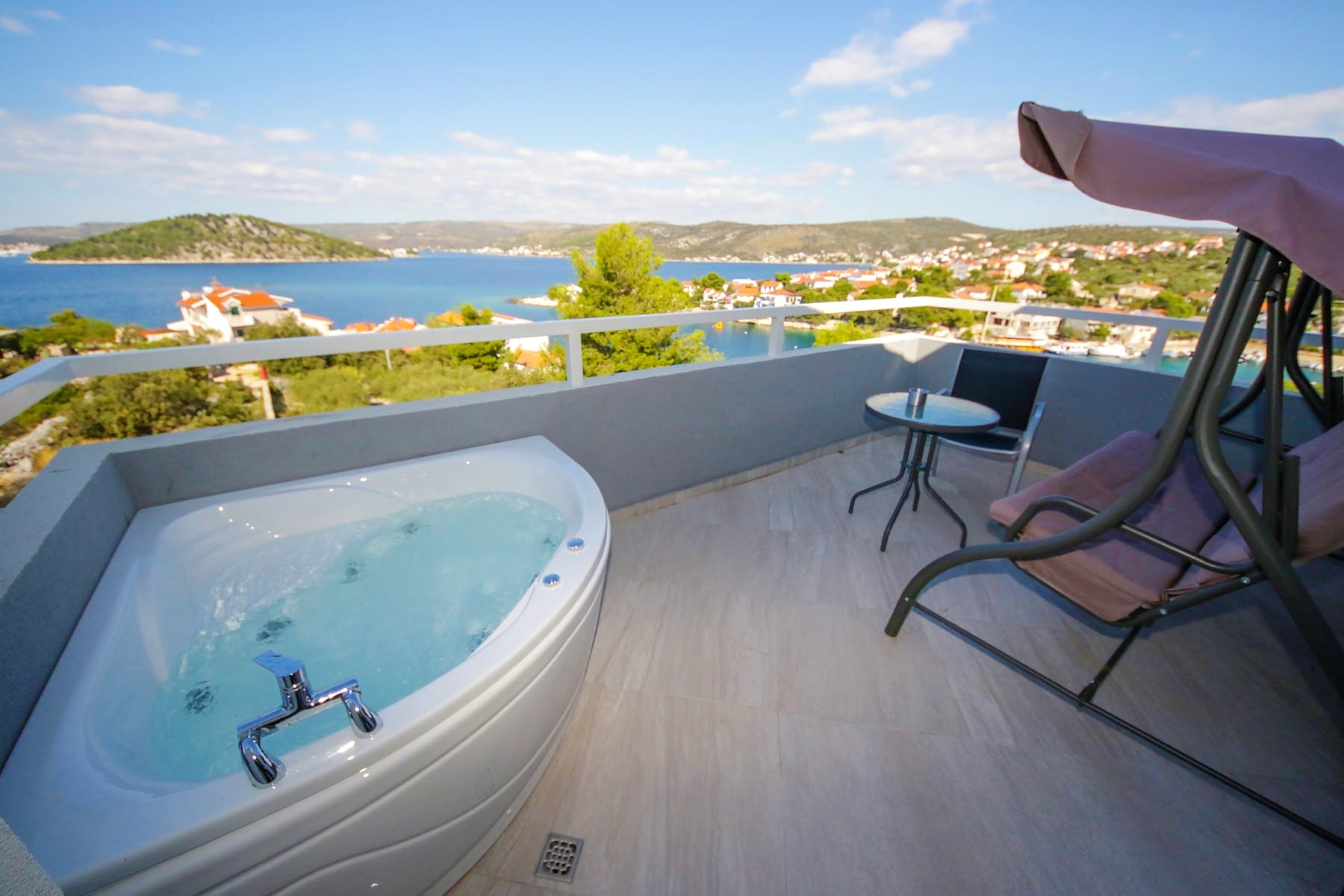 Balcony with Jacuzzi and seaview