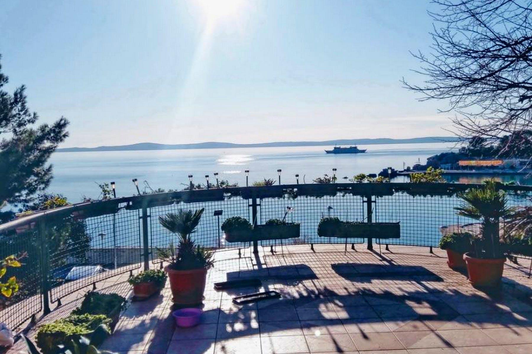 Predivan pogled na more sa terase strane