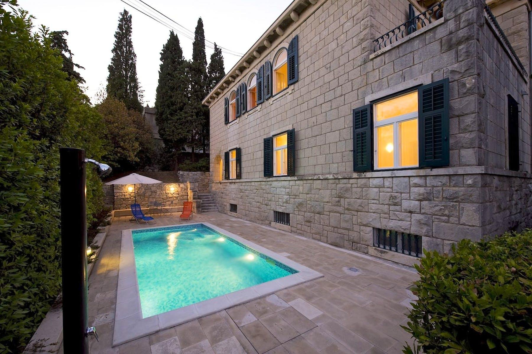 Kamena vila s bazenom u Splitu