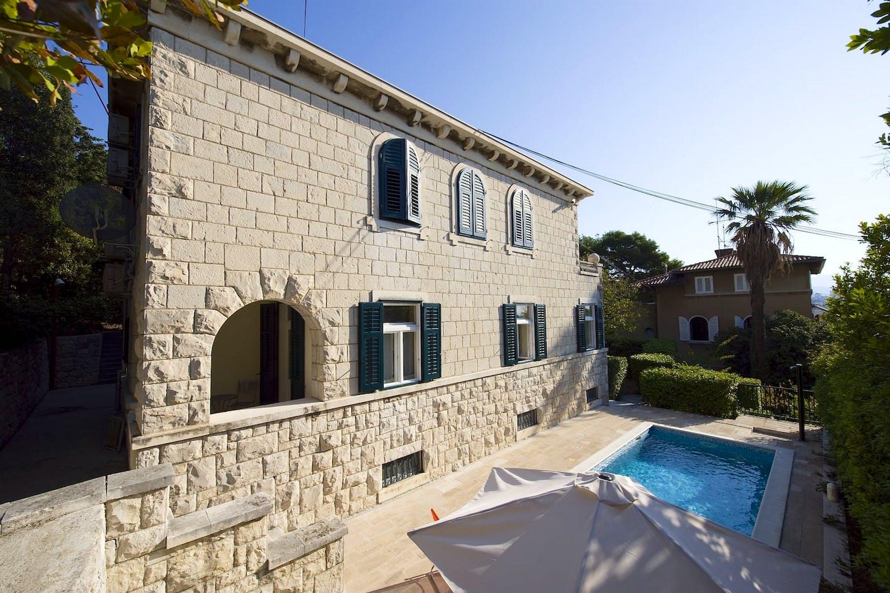 Kamena vila s pogledom na more u Splitu
