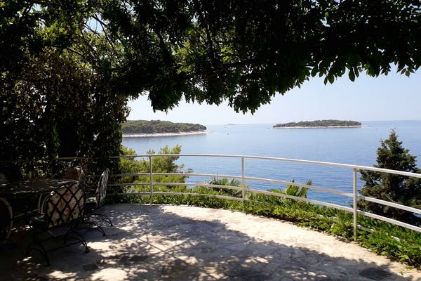 Seafront villa in Primošten for sale