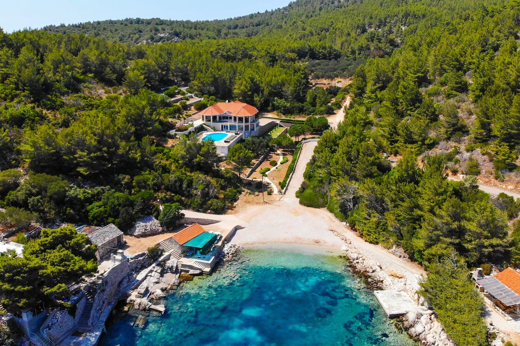 Jedinstvena vila uz more na parceli od 16.000 m2