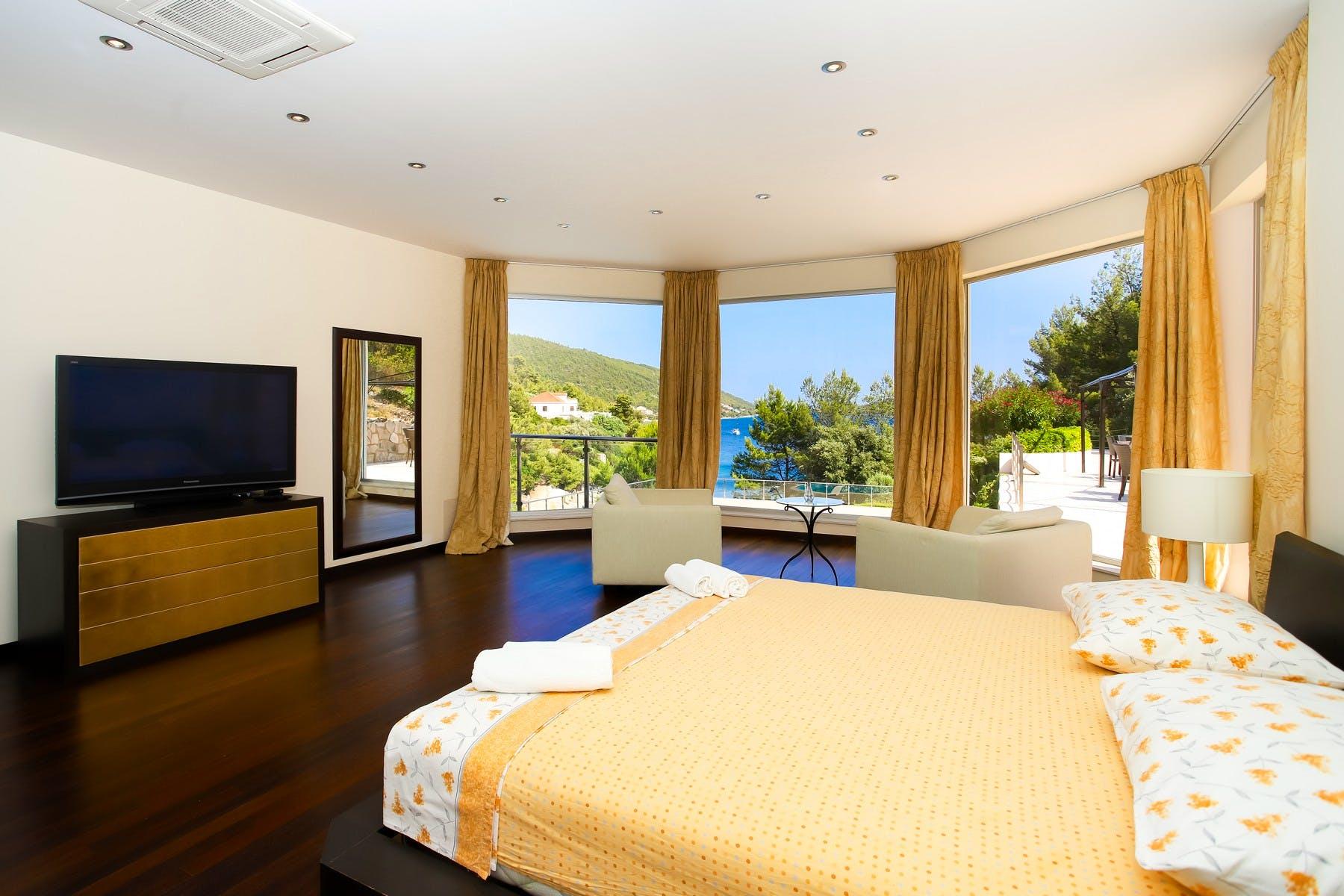 Udobna spavaća soba s prekrasnim pogledom