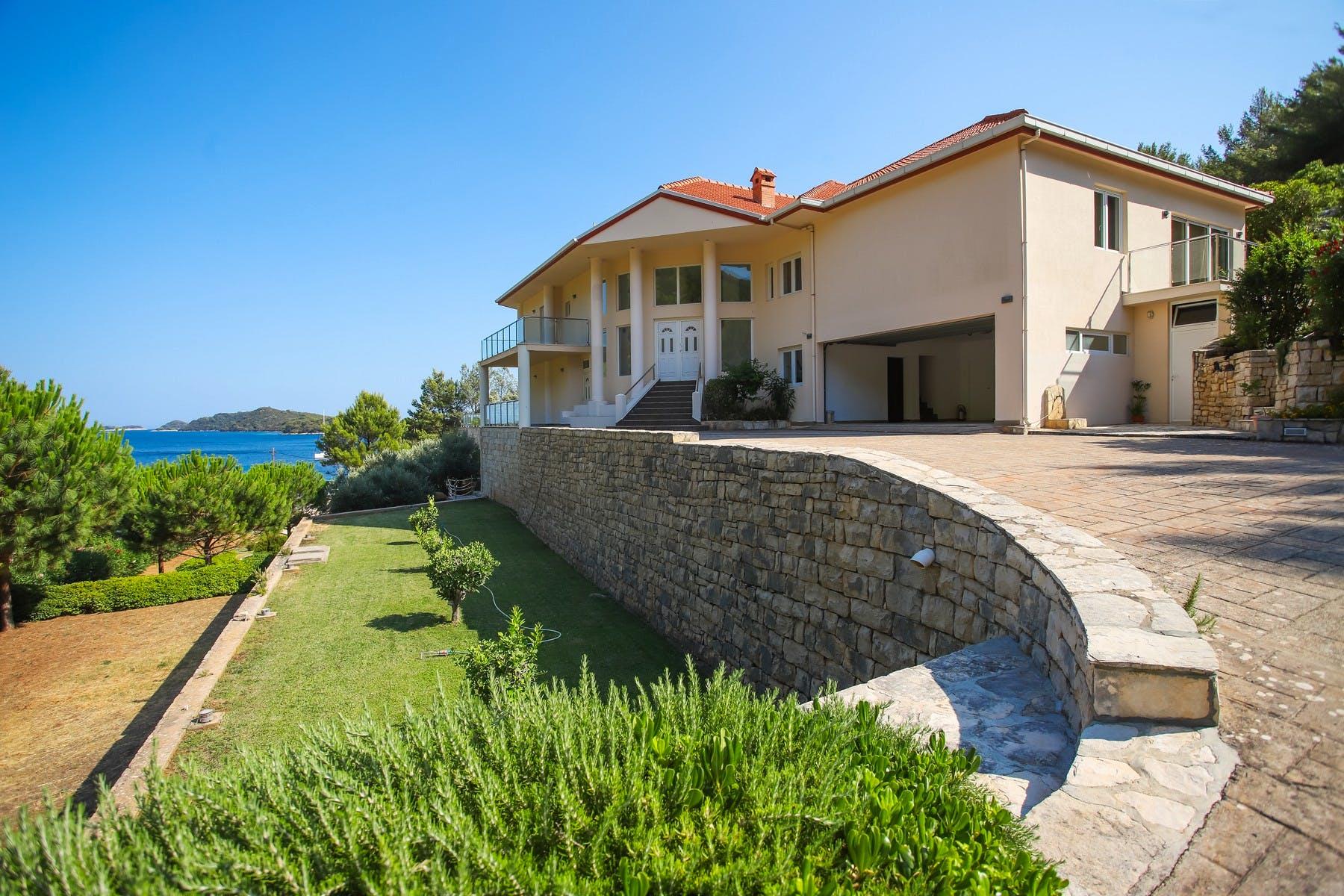 Prodaje se vila uz more na Korčuli