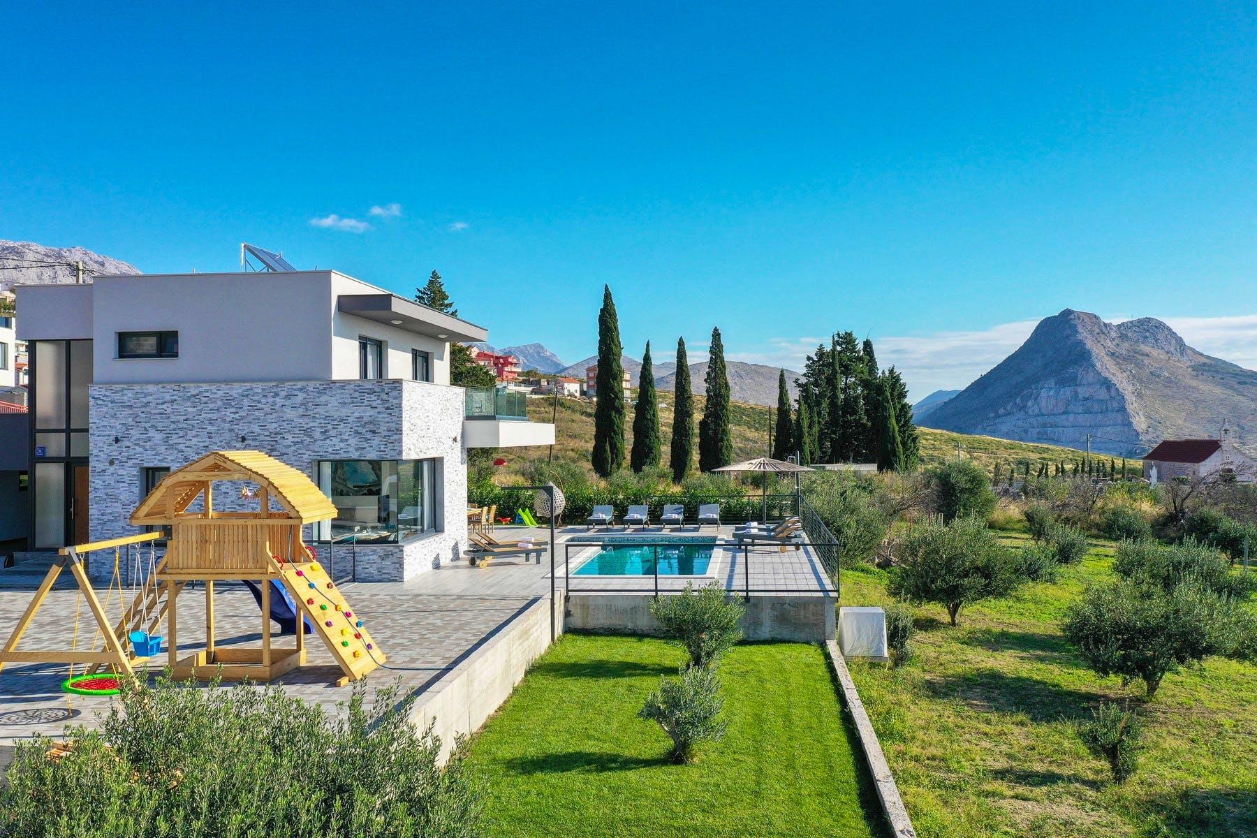 Villa with luxury amenities near Split for sale