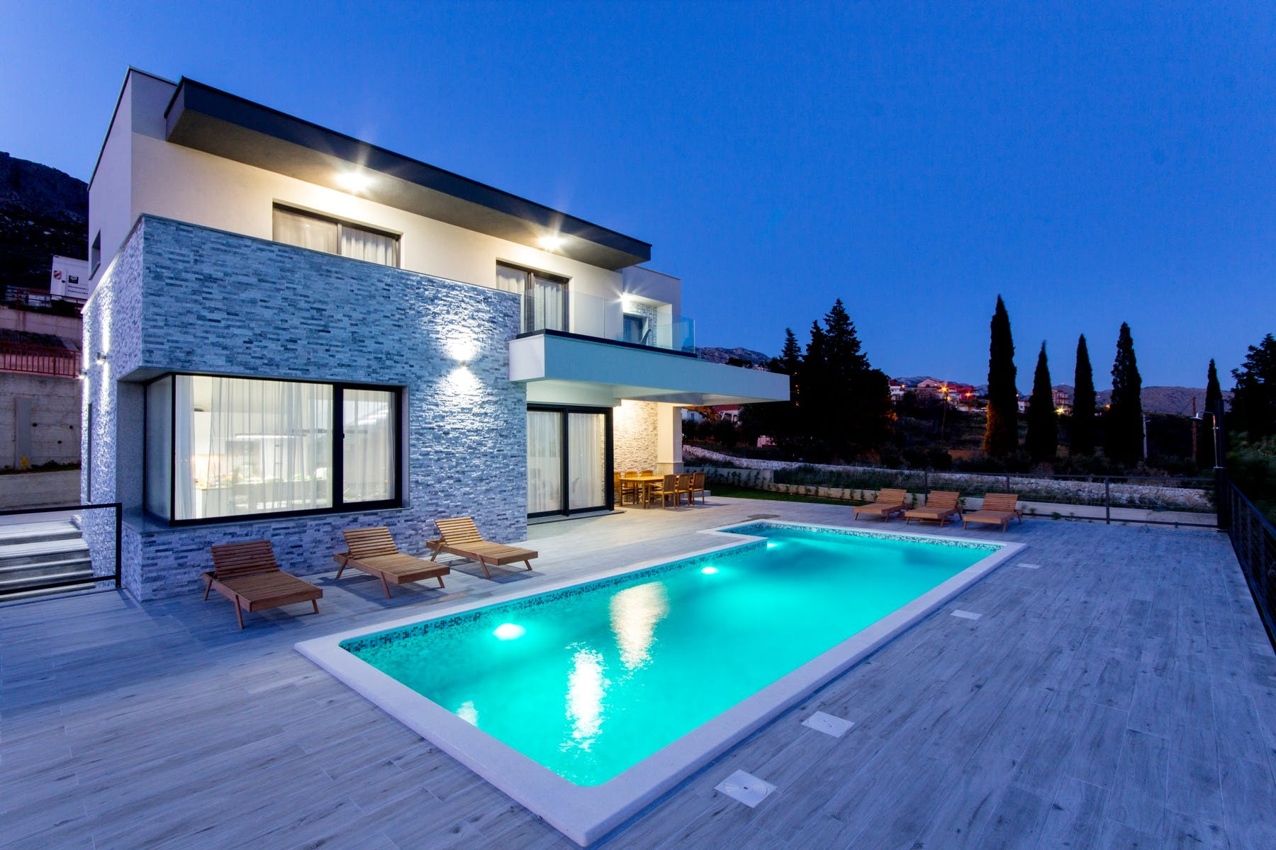Fully furnished villa with swimming pool near Split for sale