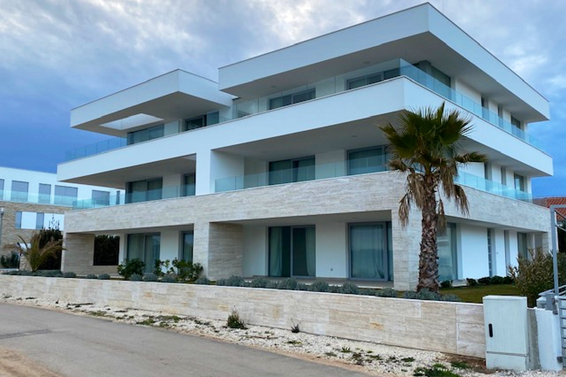 New apartments for sale in the first row to the sea