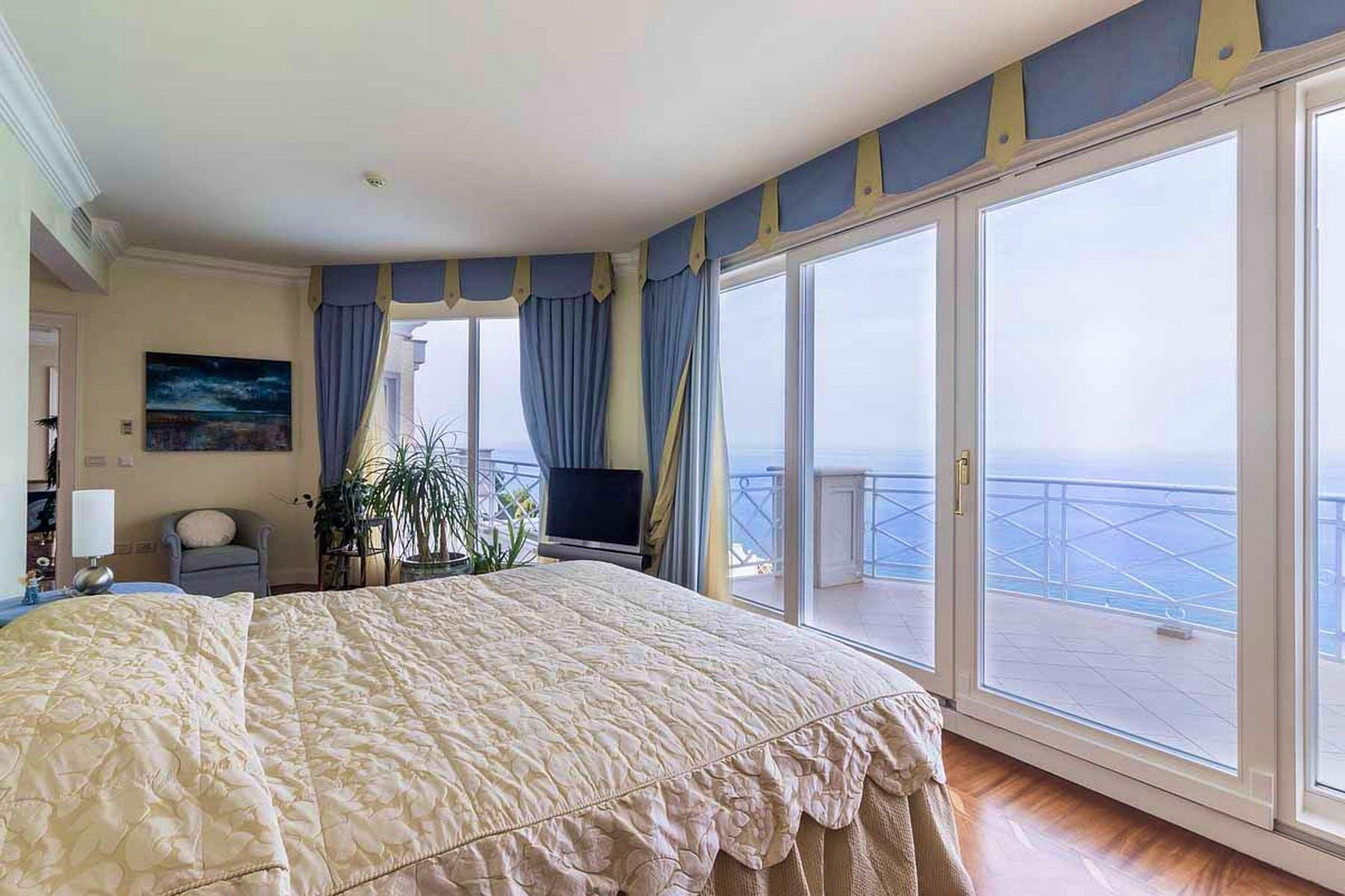 Glavna spavaća soba s pogledom na more