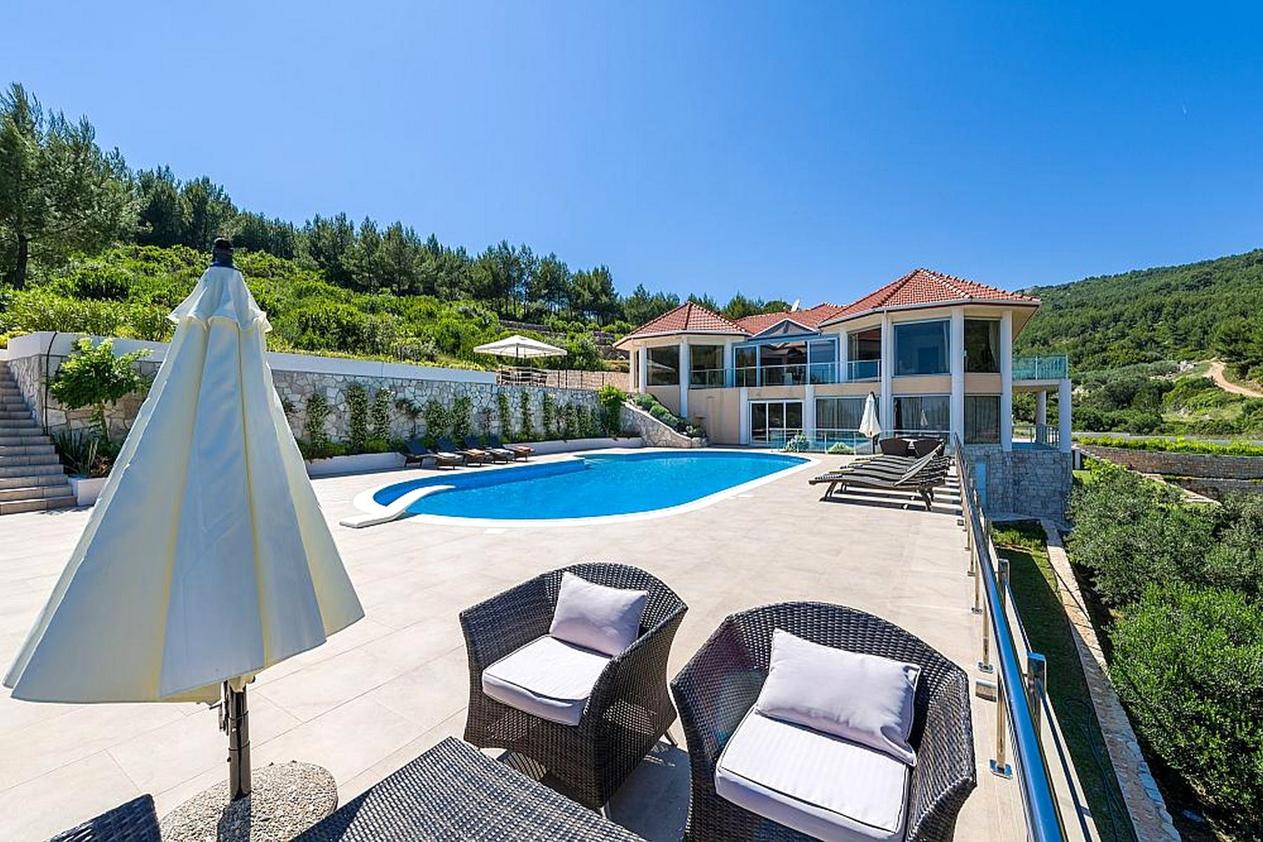 Seafront villa on spacious plot on Korčula