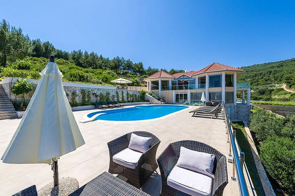 Seafront villa on spacious plot on Korčula