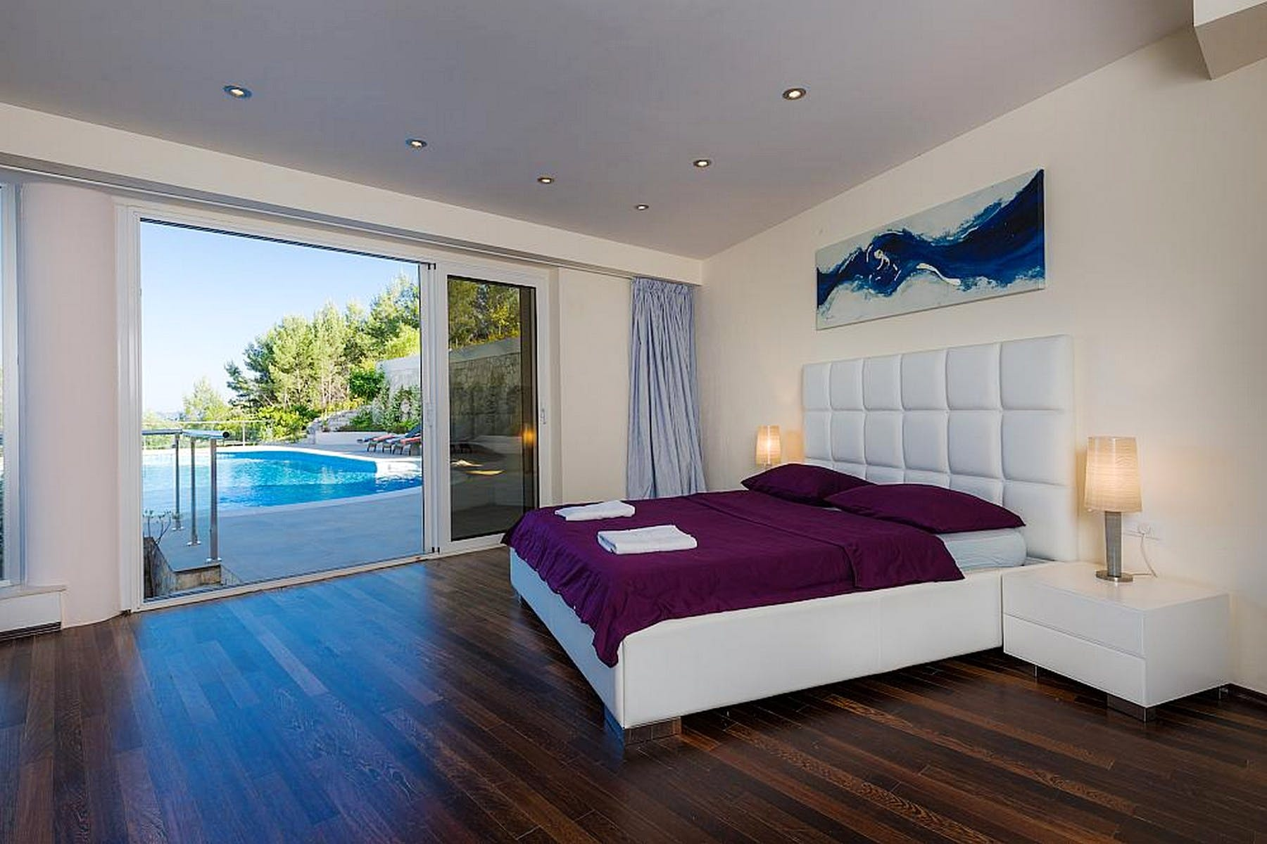 Modern ensuite bedrom with the view