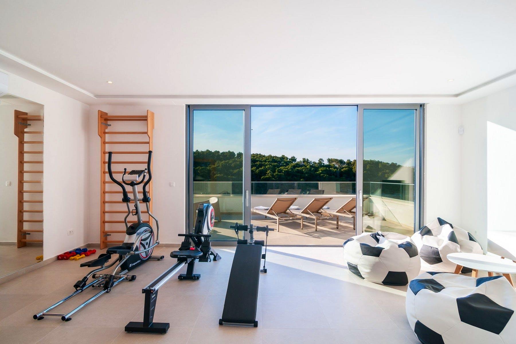 Soba za vježbanje s pogledom na more