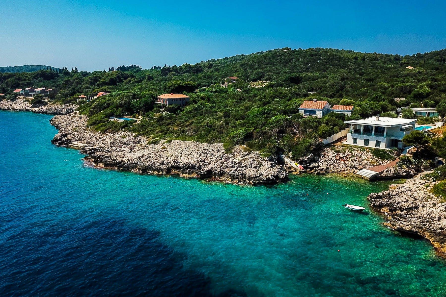 Prodaje se novoizgrađena moderna vila uz more u blizini Dubrovnika