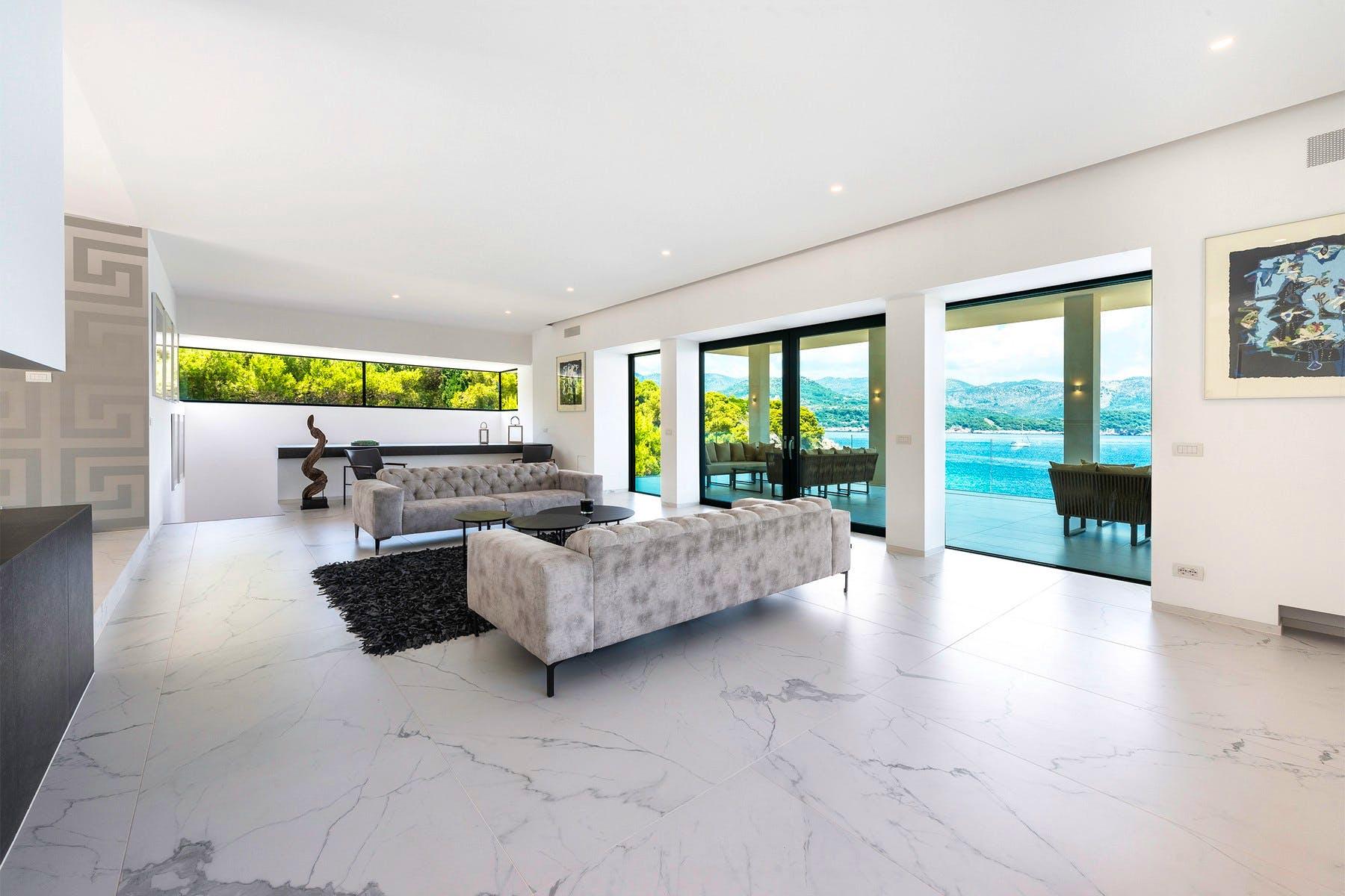 Otvoreni dnevni prostor s pogledom na more