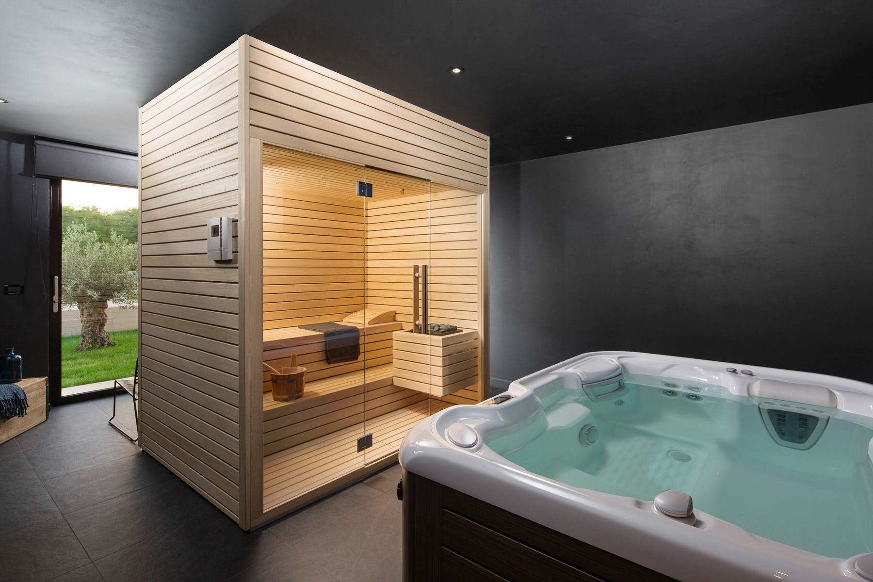 Spa area with jacuzzi and sauna