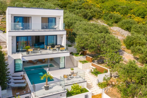 Three-level villa with pool available for rent