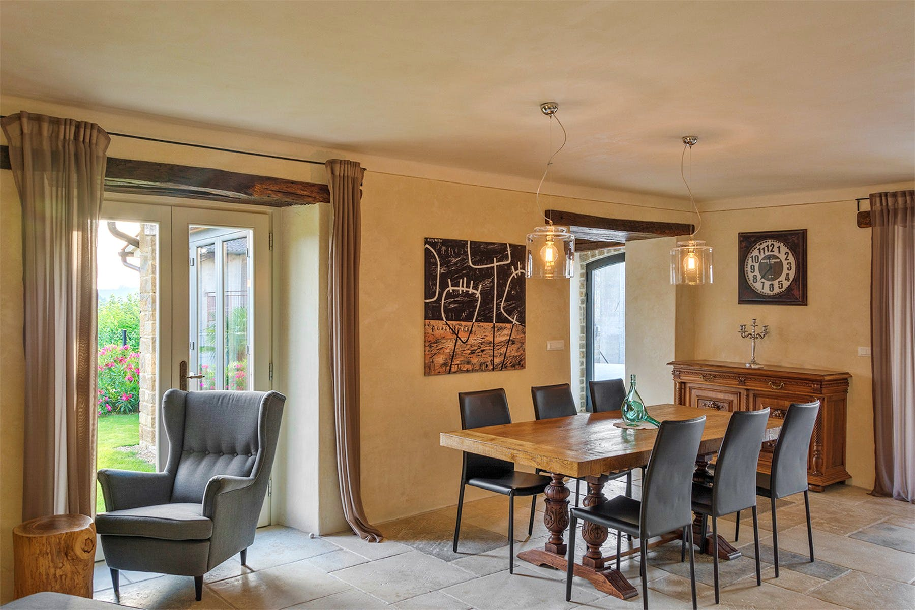 Dining room with direct access to the garden