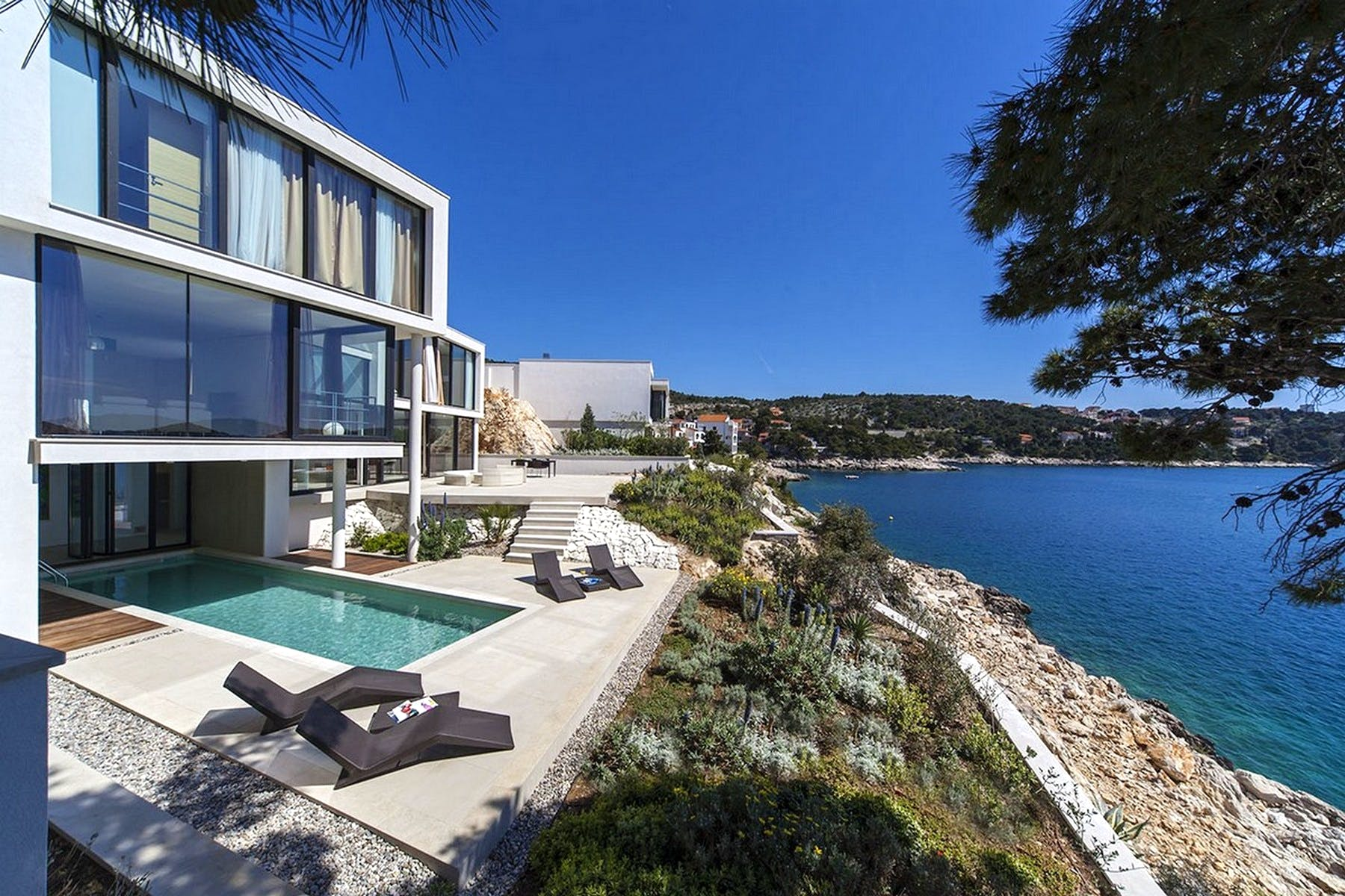 Seafront villa in Primošten for sale