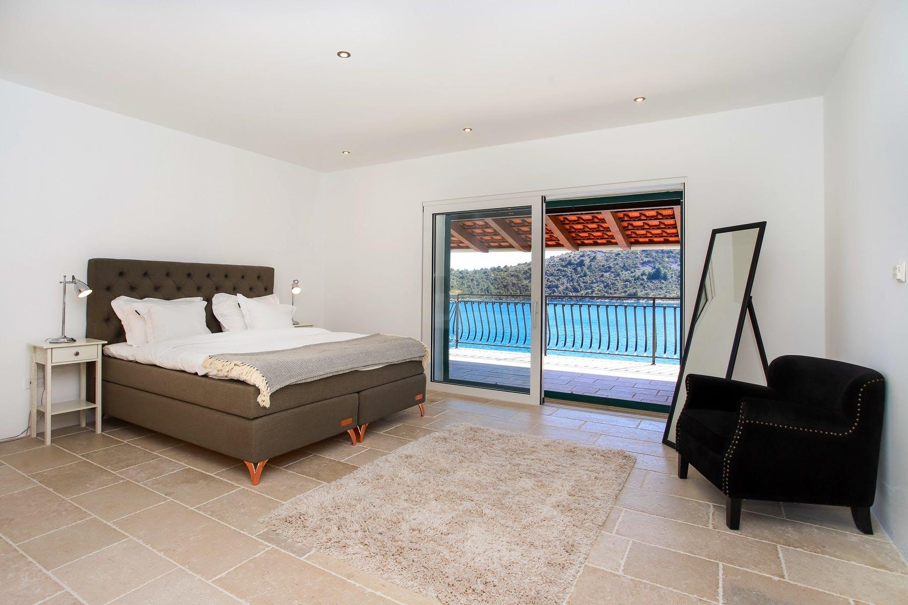 Spacious en-suite bedroom with sea view