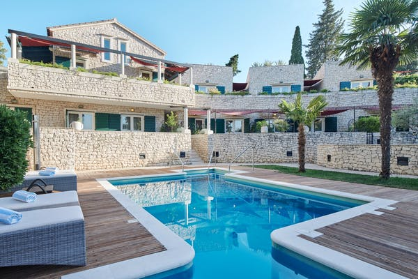 Luxurious stone villa with pool available for rent