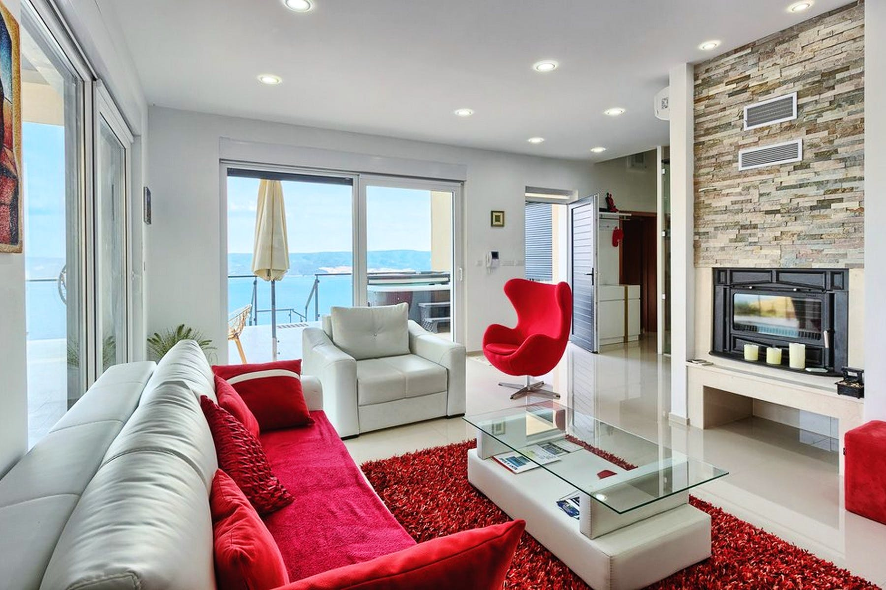 Living room with sea view and access to the terrace