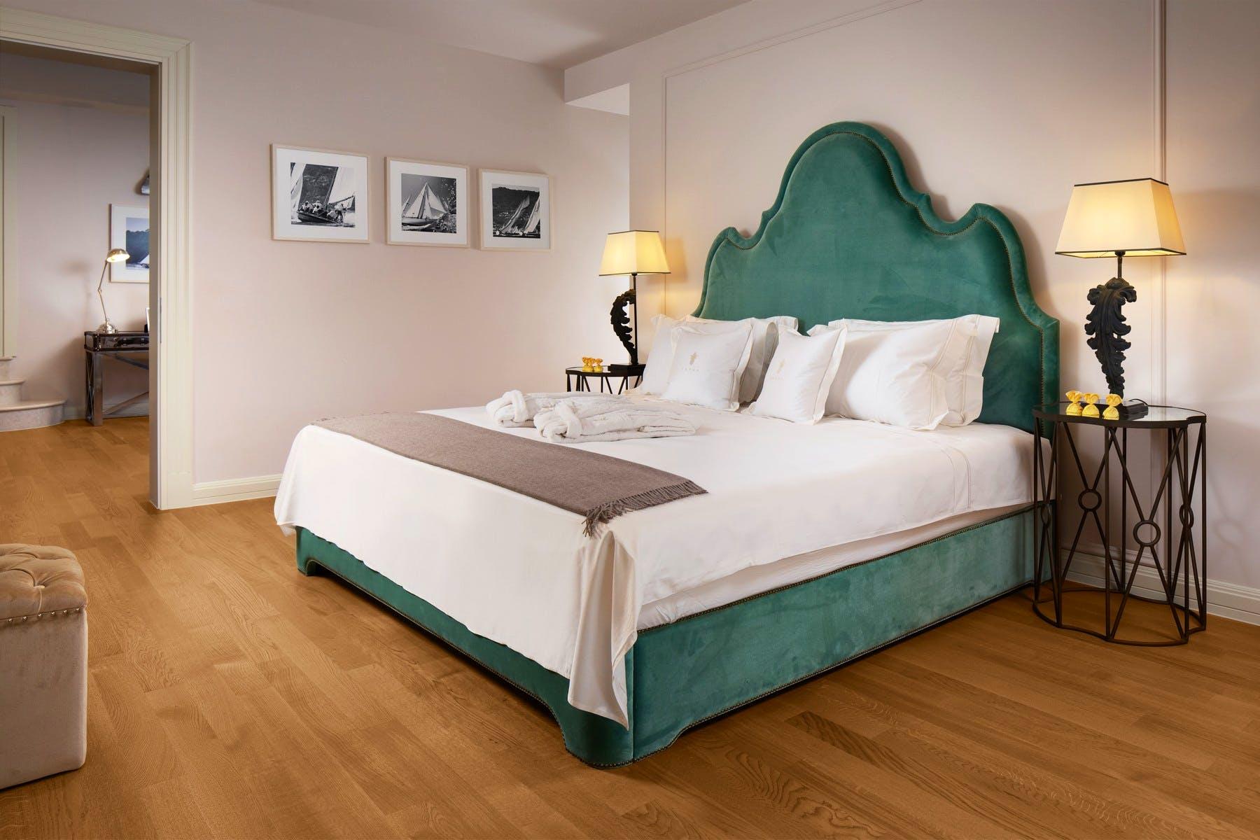 Modern double bedroom design