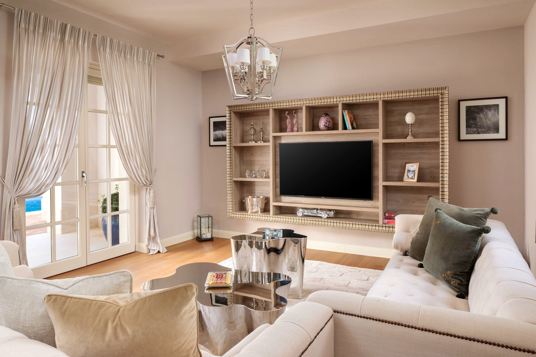 Living room with direct access to the garden area