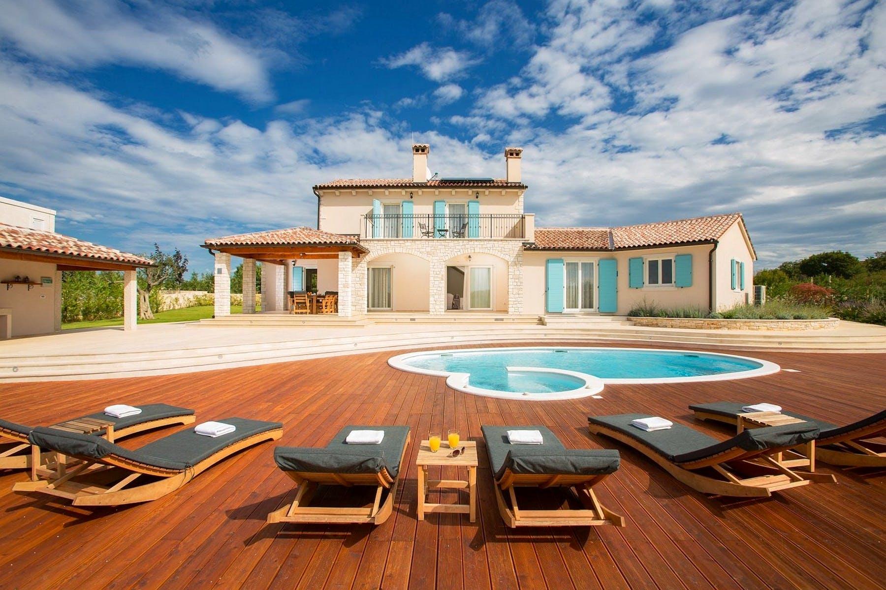 Luxury villa with swimming pool near Rovinj for sale