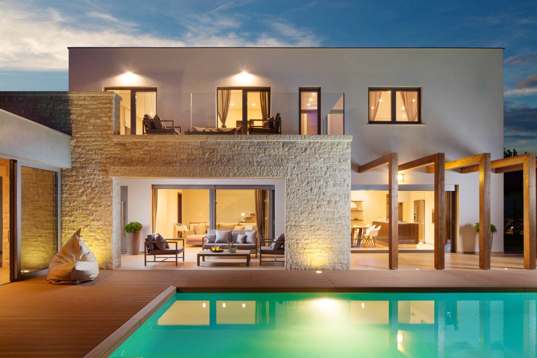 Night ambiance of the villa with swimming pool