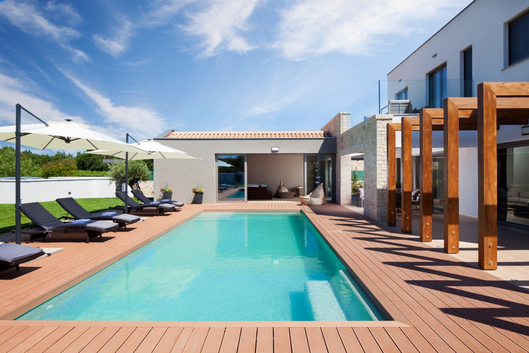 Spacious pool with sundeck