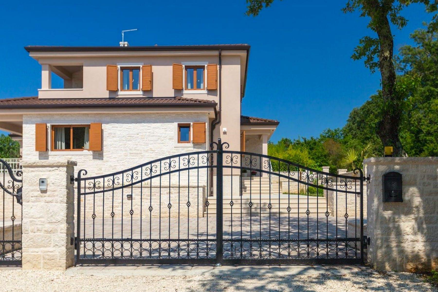 Fully fenced traditional stone villa near Rovinj for sale