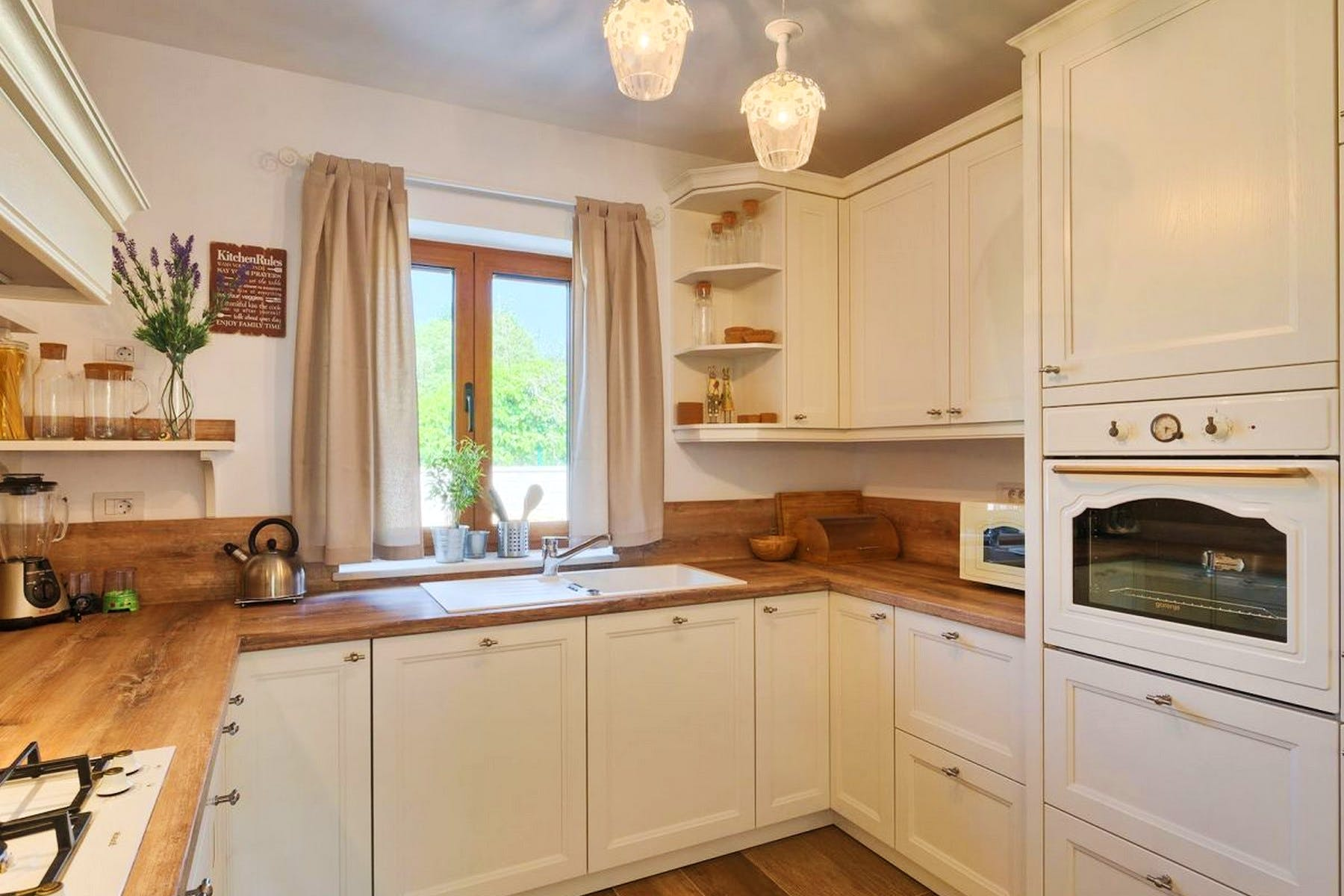 Fully fitted and functional kitchen