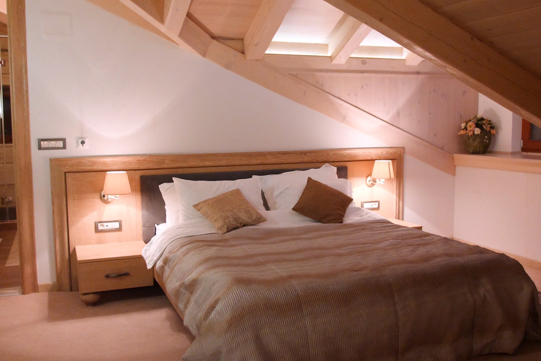 Refined double bedroom with ensuite bathroom