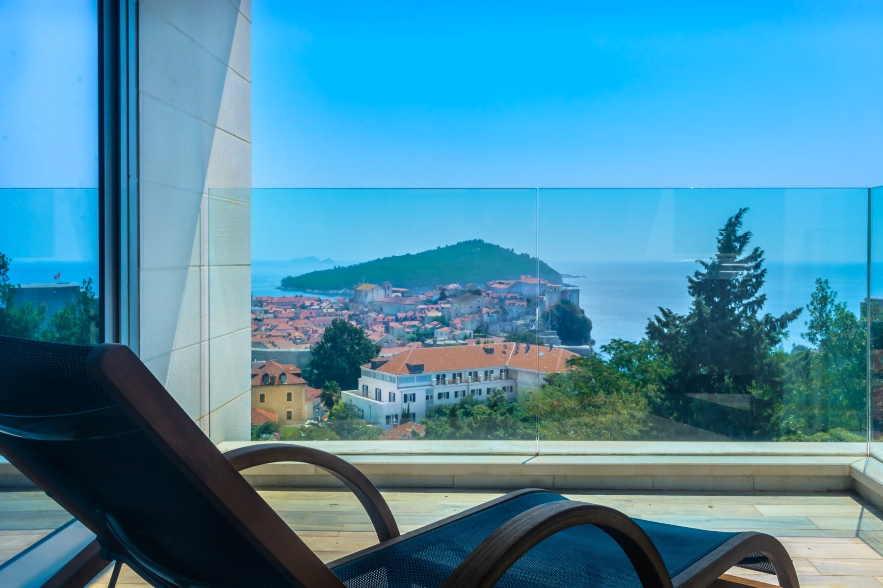 Sea view and view of the Old Town of Dubrovnik from the balcony