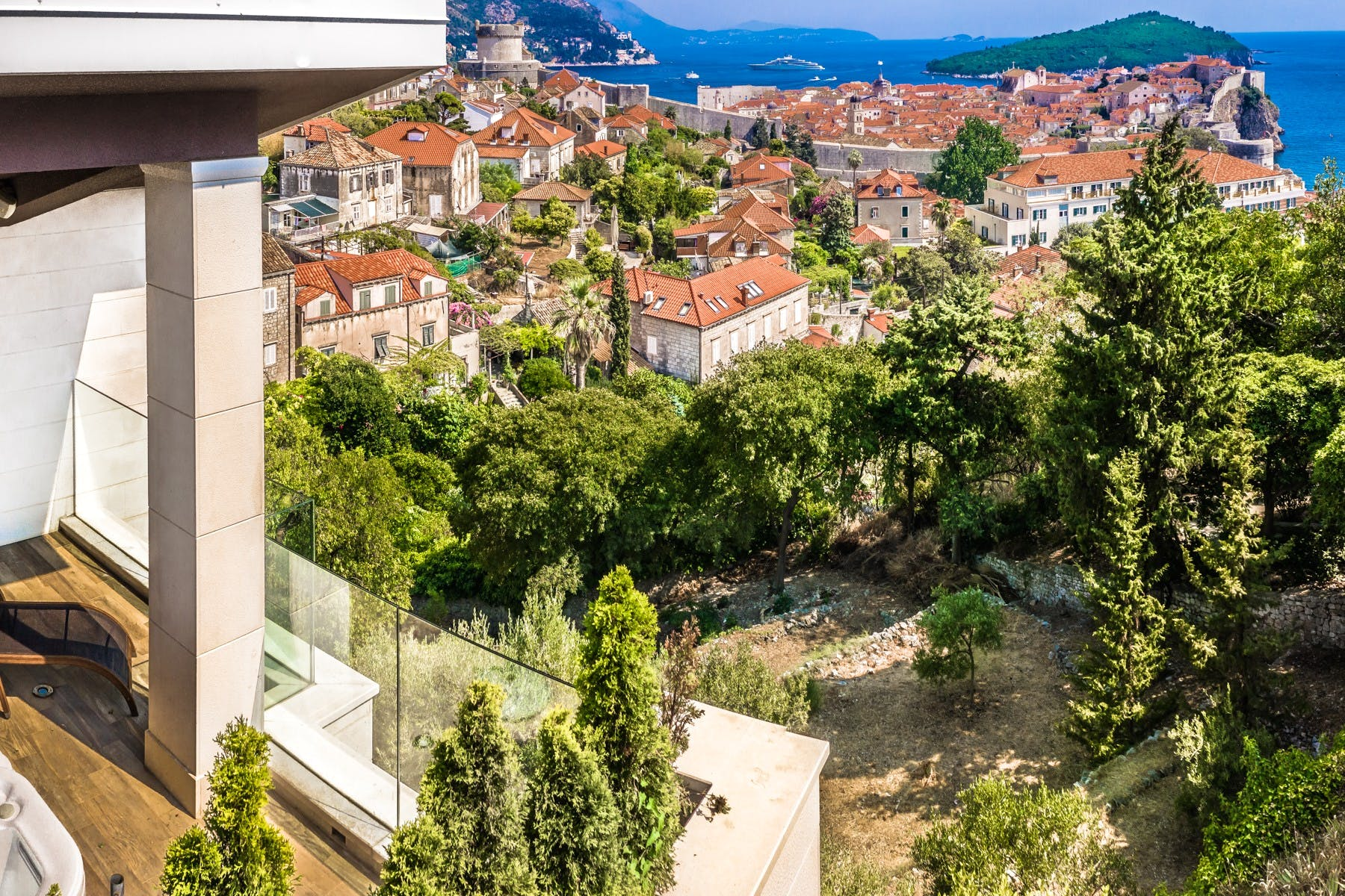 Exceptional sea view and the view of the Old Town and