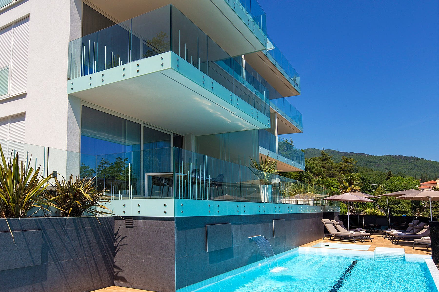 Contemporary building of clean lines with swimming pool