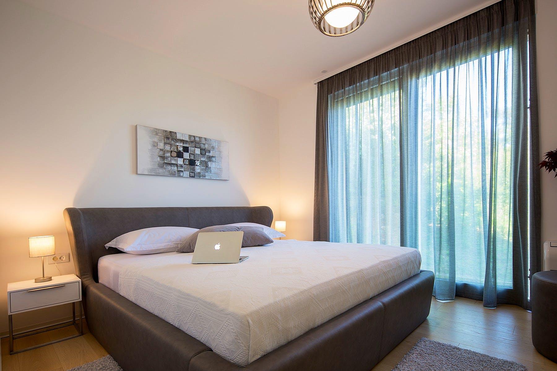 Cozy ensuite bedroom