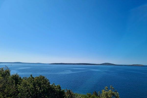 Prodaje se zemljište prvi red do mora u blizini Rogoznice