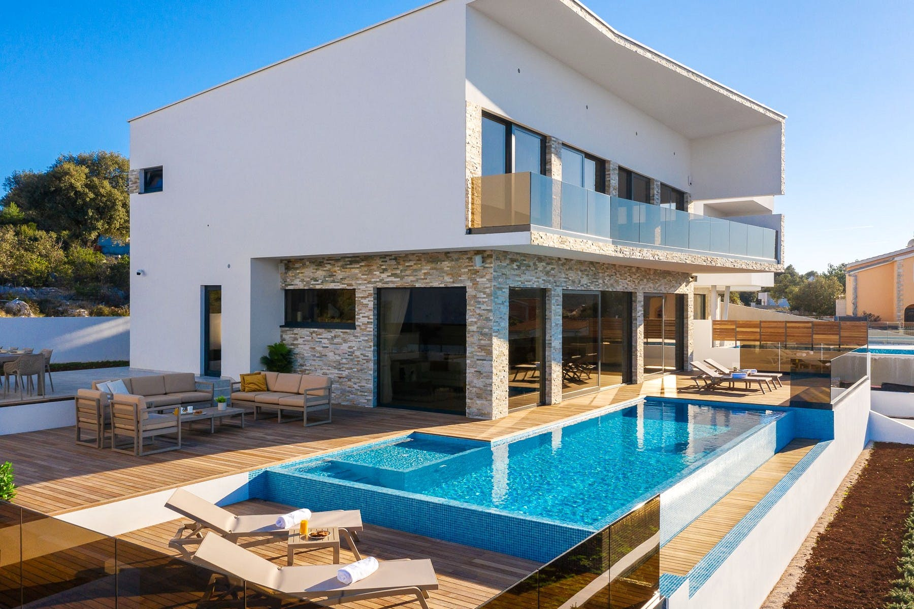 Newly built contemporary villa with swimming pool