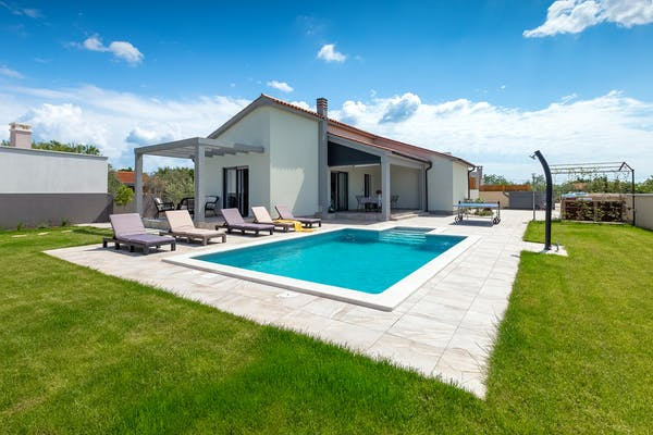 Modern villa with swimming pool and spacious garden in Istria